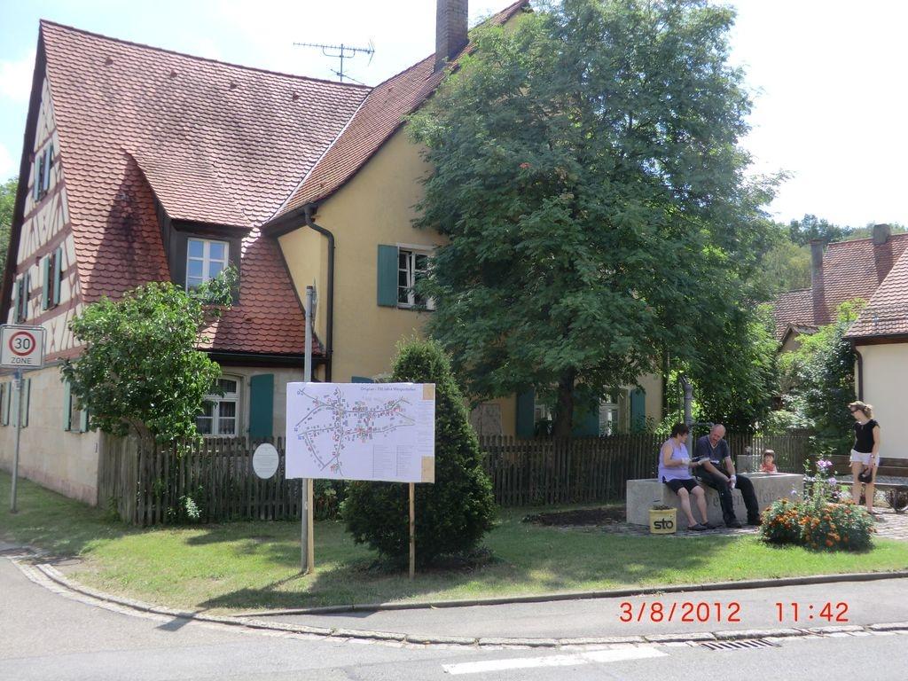 Haus_Nr_30_mitBrunnen_c